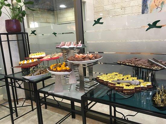 Ramat Rachel Resort: Dessert spread during dinner