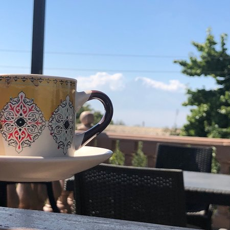 Dvin, Armenia: Another morning ... a place for you to eat ( real time food:  live baked lavash, zaatar, tea, ve