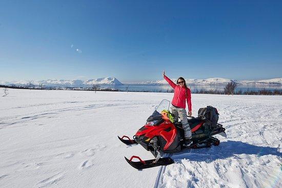 Nord-Lenangen, นอร์เวย์: Snowmobile along the Lyngen Alps & Fjords