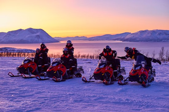 Nord-Lenangen, Norge: Snowmobile sunset