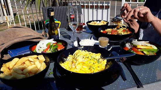 Kessingland, UK: Smoked haddock and king prawn linguine and vegetable pasta both with chips and salads