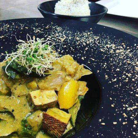 Meyrals, فرنسا: Curry de légumes coco au tofu fumé