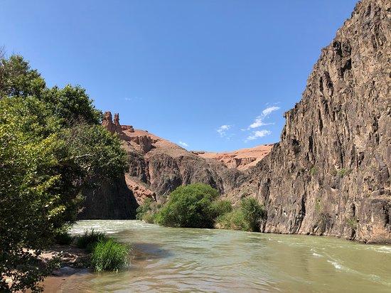 Charyn Canyon: Charyn river