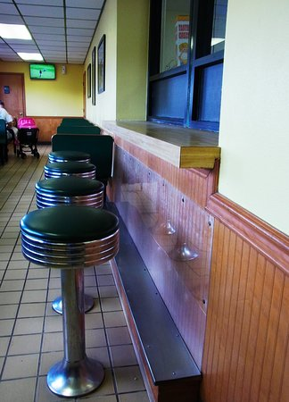 """Scotland Neck, NC: Stools as well as booths are available for """"dining in"""""""