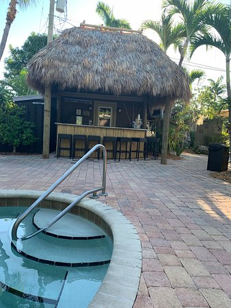The Cabanas Guesthouse & Spa : The new outside bar.
