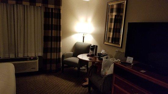 Holiday Inn Express & Suites Tilton : 20180929_200332_large.jpg