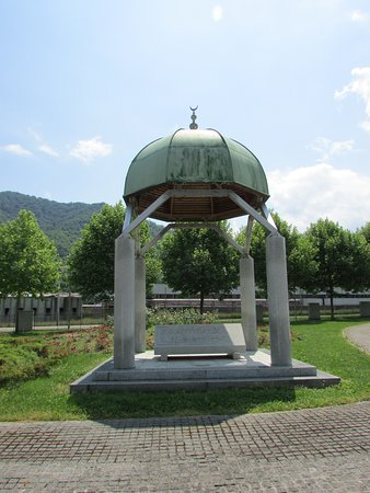 Srebrenica, บอสเนียและเฮอร์เซโกวีนา: interior del memorial