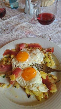 San Genesio Atesino, إيطاليا: Patate e speck