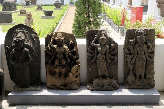Rijksmuseum: Some Buddhas