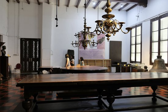 Rijksmuseum: Old Antiques Table