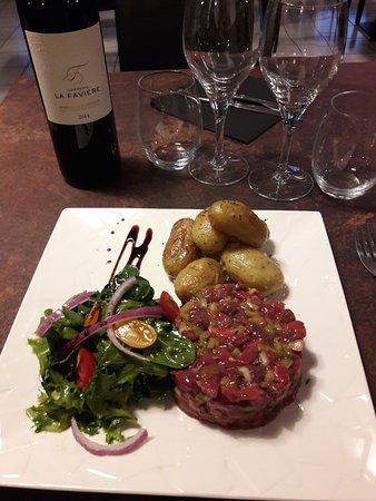 Auterive, ฝรั่งเศส: le bon tartare de bœuf, 100% origine Occitanie,race Limousine.!