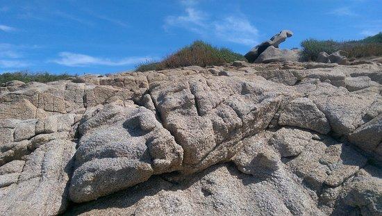 La Sciumara - Rada di Mezzo Schifo: Le rocce intorno