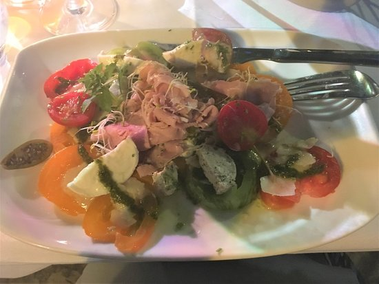 L'Incontournable: The heirloom tomato salad, excellent