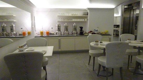 朝食の部屋