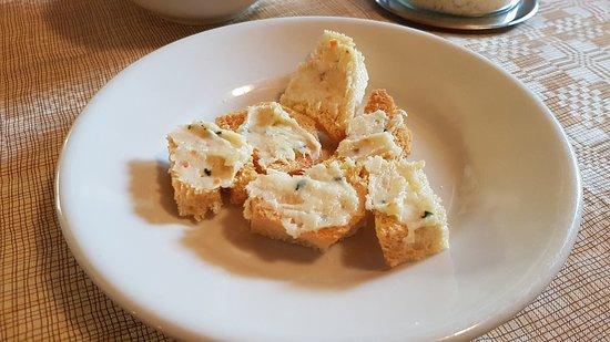 Morfasso, Italia: Crostini con pasta di lardo