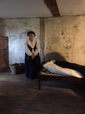 Harvington, UK: Priests straw bed