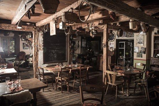 La Ferriere, Francja: un restaurant dans une très vieille ferme de la vallée du Haut-Bréda