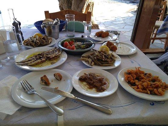 Chrisopigi, اليونان: Μια σόδα παρακαλώ...