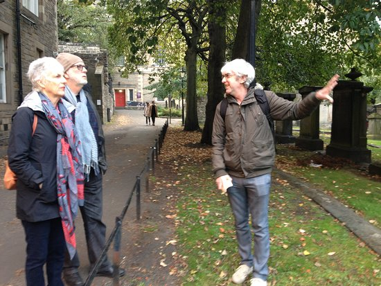 Auld Toun Walking Tours can arrange private tours for groups