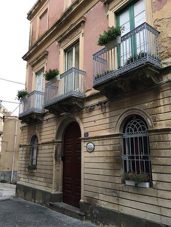 Palazzo dei Vespri: Facciata.