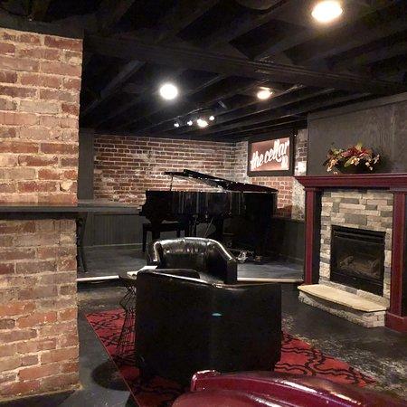 Cicero, Indiana: 10 West Restaurant and Bar