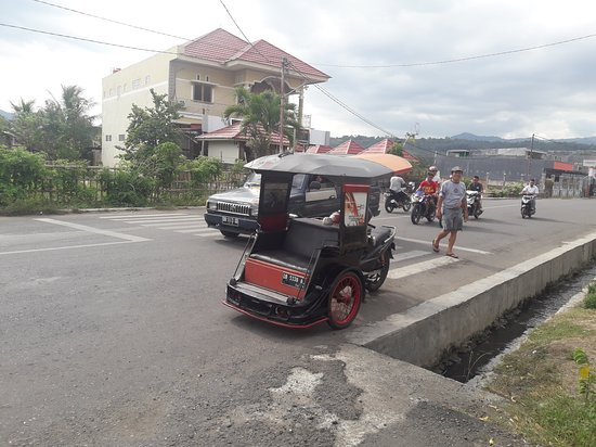 Becak Motor khas Kotamobagu (Bentor)
