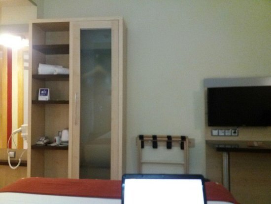 Holiday Inn Express Alcobendas: TV and stuff