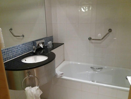 Holiday Inn Express Alcobendas: bathroom