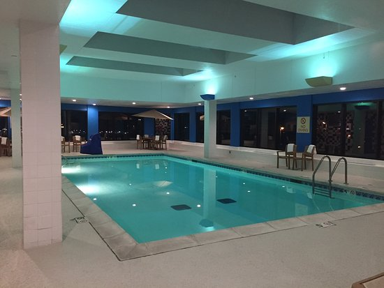Hampton Inn - St. Louis Downtown at the Gateway Arch: Pool next to game room/gym