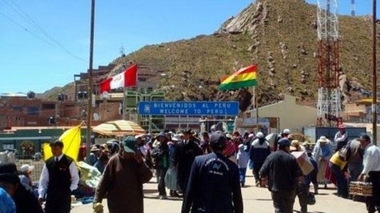 Desaguadero, Перу: el puente