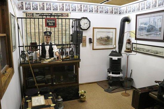 Holdrege, NE: depot diorama