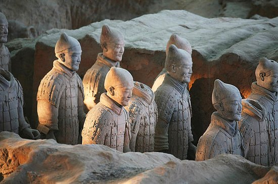 Mini Group Xian Day Tour to Terracotta Army, City Wall, Pagoda & Muslim Bazaar: One Day Xian Mini Group Tour to Terracotta Army & City Wall