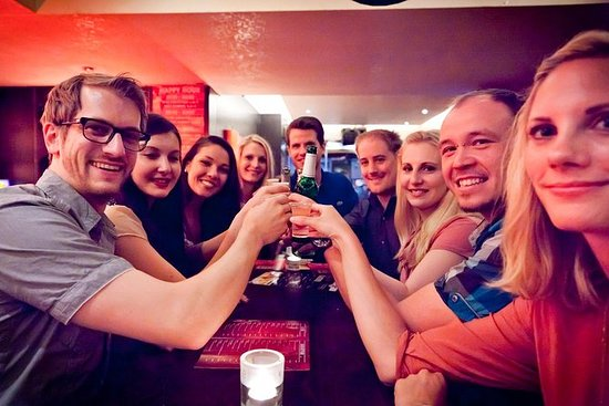 4-Hour Pub Crawl Tour in Dusseldorf including Drinks
