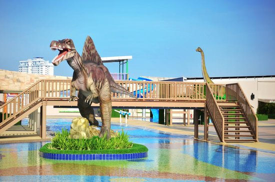"""Dinosaurs Alive"" Water Theme Park..."