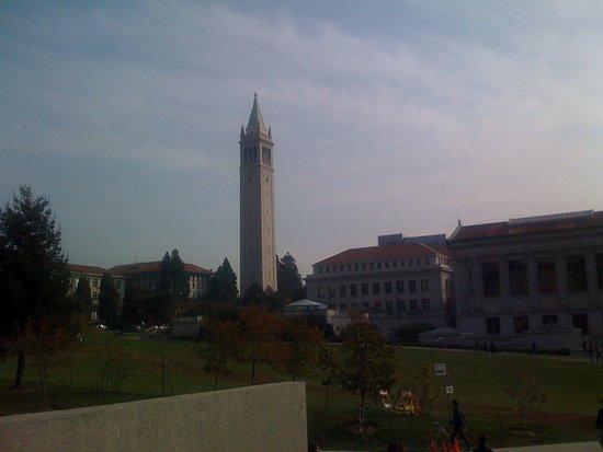 University of California, Berkeley: Vista de la torre principal