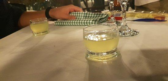 Molina di Faggeto Lario, Италия: limoncello
