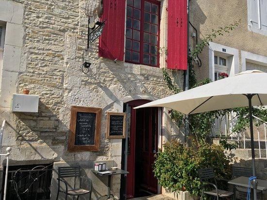 Tanlay, France: Bistrot La Basse Cour