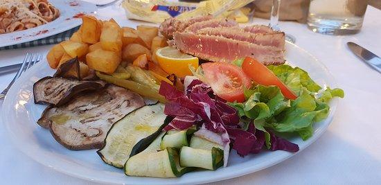 Molina di Faggeto Lario, Италия: Tuna steak