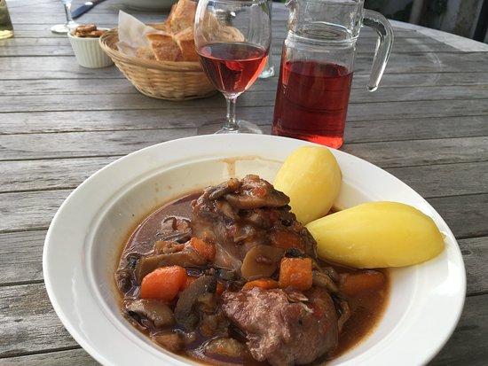 Tanlay, France: Coq au Vin, plat du jour.