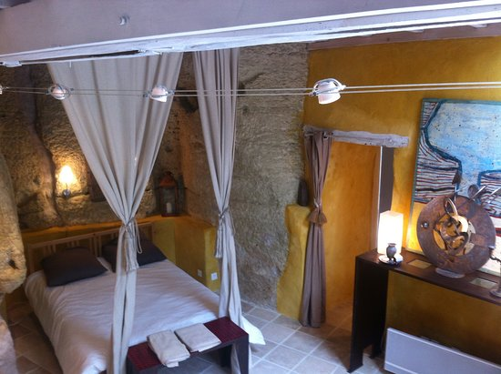 Thore-la-Rochette, Frankrike: This is the troglodyte suite where you could spend the night during your tour