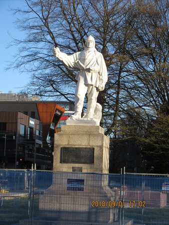 Robert Falcon Scott Statue