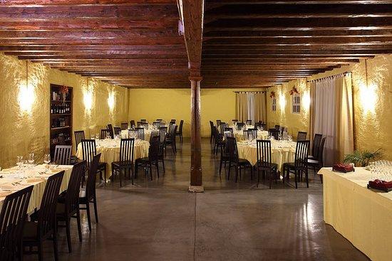 Rivignano, Italy: la vecchia cantina è ora una spaziosa sala banchetti