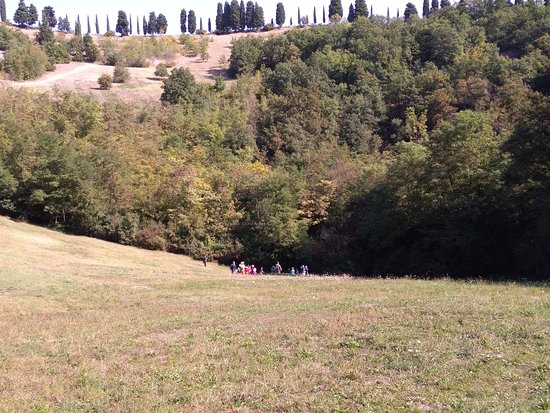 "San Lazzaro di Savena, Italien: Climbing up from the bottom of the big doline, towards the ""Il Casetto"" so called point.."