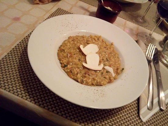 Airole, Italia: Risotto ai funghi. Più bello che buono....