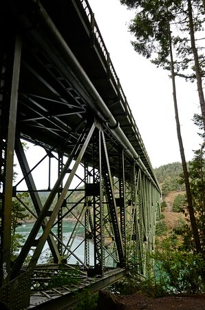 Deception Pass State Park: Hiking up to the bridge