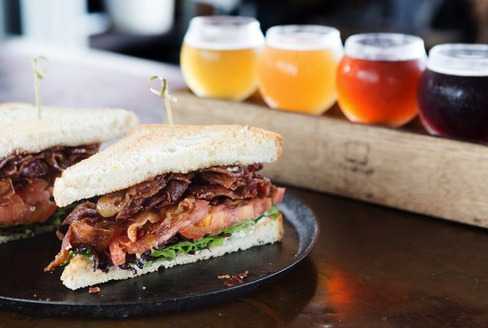Whetstone Station Restaurant and Brewery: Sandwiches and beer flights