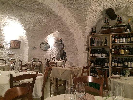 Cipressa, Italia: la sala