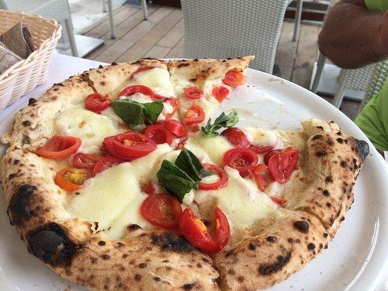 La Meridiana: Пицца с моцареллой