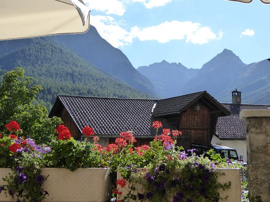 Tarasp, Suisse: Vue depuis la table d'hôte