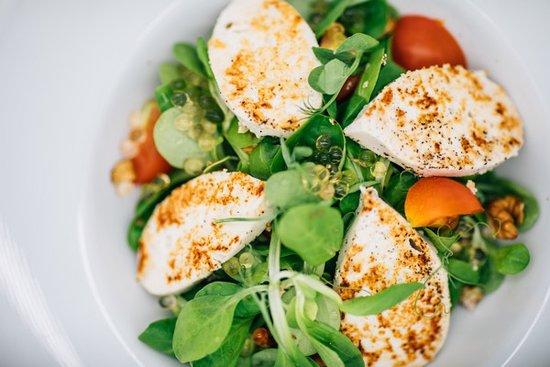 Bistrita, Romania: Our chicken salad